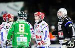 Stockholm 2015-01-16 Bandy Elitserien Hammarby IF - IFK Kung&auml;lv :  <br /> Hammarbys Per Einarsson och Kung&auml;lvs Mathias Johansson i ordv&auml;xling i samband med ett br&aring;k under matchen mellan Hammarby IF och IFK Kung&auml;lv <br /> (Foto: Kenta J&ouml;nsson) Nyckelord:  Elitserien Bandy Zinkensdamms IP Zinkensdamm Zinken Hammarby Bajen HIF IFK Kung&auml;lv slagsm&aring;l br&aring;k fight fajt gruff