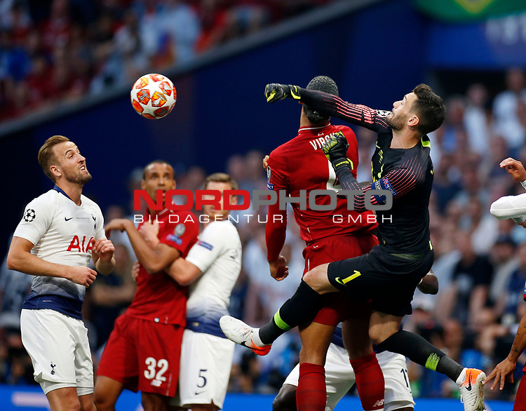 Tottenham Hotspur FC's Hugo Lloris and Liverpool's FC Virgil Van Dijk during UEFA Champions League match, Final Roundl between Tottenham Hotspur FC and Liverpool FC at Wanda Metropolitano Stadium in Madrid, Spain. June 01, 2019.(Foto: nordphoto / Alterphoto /Manu R.B.)