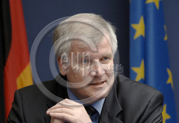 Brussels-Belgium - 20 February 2006---Horst SEEHOFER, Federal Minister for Food, Agriculture and Consumer Protection of Germany, during a press briefing at the EU-Council on the meeting of the Ministers for Agriculture and Consumer protection due to the outbreak of the avian flu---Photo: Horst Wagner/eup-images