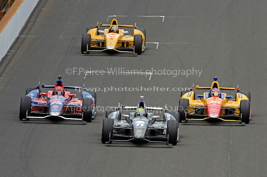 Tony Kanaan (#11) races Marco Andretti (#25), Carlos Munoz (#26) and Ryan Hunter-Reay (#1) for the lead late in the race.