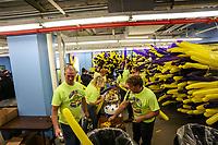 NOVA YORK, EUA, 30.12.2018 - RÉVEILLON-EUA - Voluntarios são visto enchendo balões infláveis que serão utilizado na festa de Réveillon da Times Square na cidade de Nova York nos Estados Unidos neste domingo, 30. (Foto: William Volcov/Brazil Photo Press)