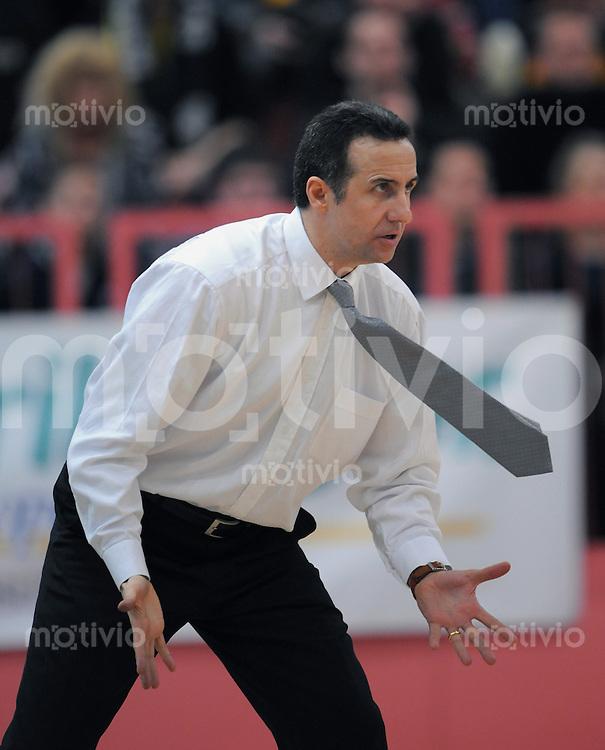 Basketball  1. Bundesliga 2008/2009   07.03.2009 Walter Tigers Tuebingen -  Brose Basket Bamberg Tigers Trainer Tolga Oengoeren