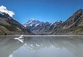 NEW ZEALAND, Aoraki Mount Cook National Park, Mount Cook towers over Hooker Lake, Ben M Thomas