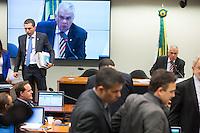 BRASILIA, DF, 24.11.2015 - ÉTICA-REUNIÃO - O relator Fausto Pinato (E) e o presidente, José Carlos Araújo (D), após pedido de vistas durante sessão do Conselho de Ética da Câmara, em desfavor do presidente da Câmara, deputado Eduardo Cunha, nesta terça-feira, 24. (Foto:Ed Ferreira / Brazil Photo Press)