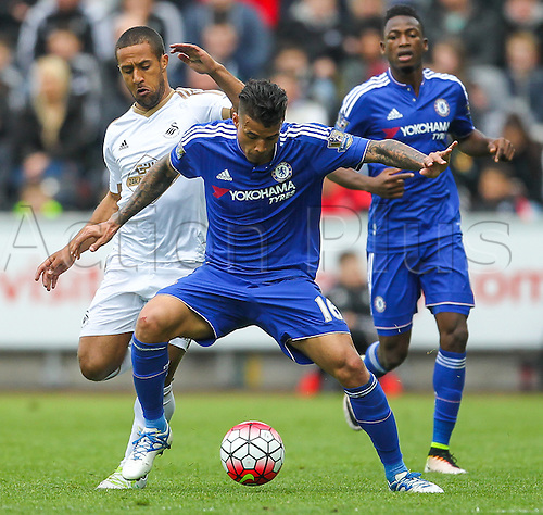 09.04.2016. Liberty Stadium, Swansea, Wales. Barclays Premier League. Swansea versus Chelsea. Chelsea's Kenedy holds off the challenge from Swansea City's Wayne Routledge