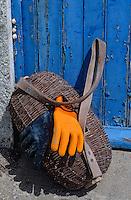 Europe/France/Pays de la Loire/44/Loire-Atlantique/Les Moutiers-en-Retz/Port du Collet: Le sac et les gants du pêcheur