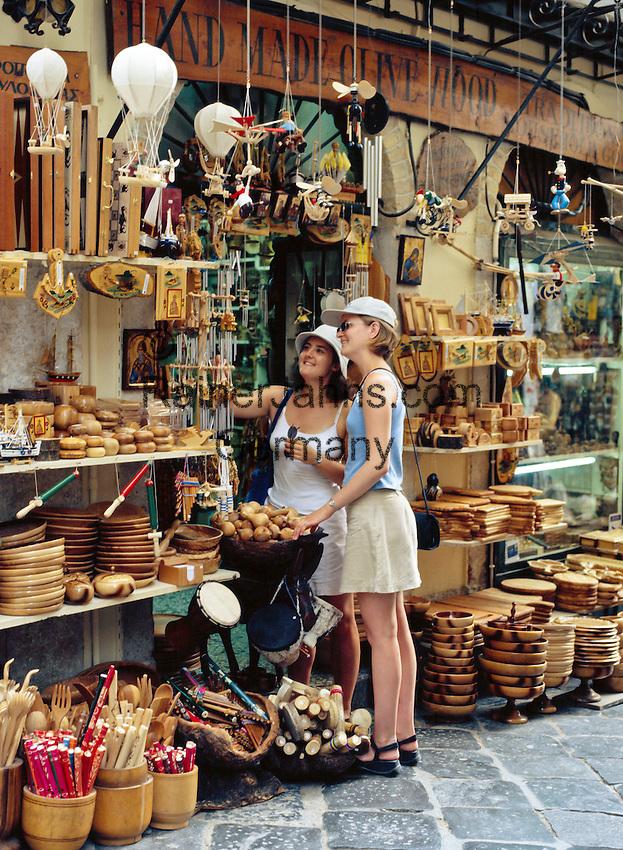 Greece, Corfu, Corfu-Town (Kerkyra): Souvenir shops | Griechenland, Korfu, Korfu-Stadt (Kerkyra): Gasse mit Souvenirlaeden laedt zum Shoppen ein