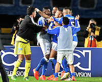 BOGOTA - COLOMBIA -20 -11-2016: Ayron del Valle (C) de Millonarios celebra después de anotar el tercer gol de su equipo a Independiente Medellín durante partido por la fecha 20 de la Liga Aguila II 2016 jugado en el estadio Nemesio Camacho El Campin de la ciudad de Bogota. / Ayron del Valle (C) of Millonarios celebrates after scoring the third goal of his team to Independiente Medellin during match for the date 20 of the Liga Aguila II 2016 played at the Nemesio Camacho El Campin Stadium in Bogota city. Photo: VizzorImage / Gabriel Aponte / Staff.