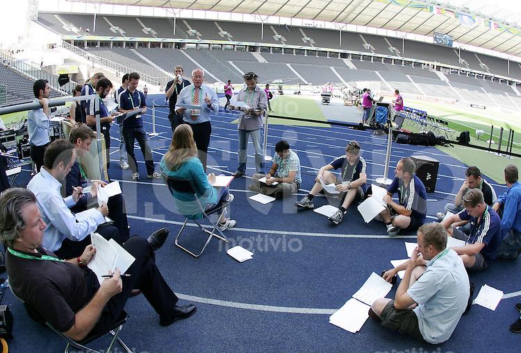 Fussball WM 2006 Finale, 24 Stunden Finale in Berlin, Italien - Frankreich, 15.11 Uhr Regieanweisungen fuer die Stadionshow.