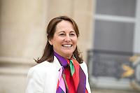 SEGOLENE ROYAL , MINISTRE DE L ENVIRONNEMENT QUITTE LE PALAIS DE L'ELYSEE APRES LE CONSEIL DES MINISTRES DU 11 JANVIER 2017 A PARIS.