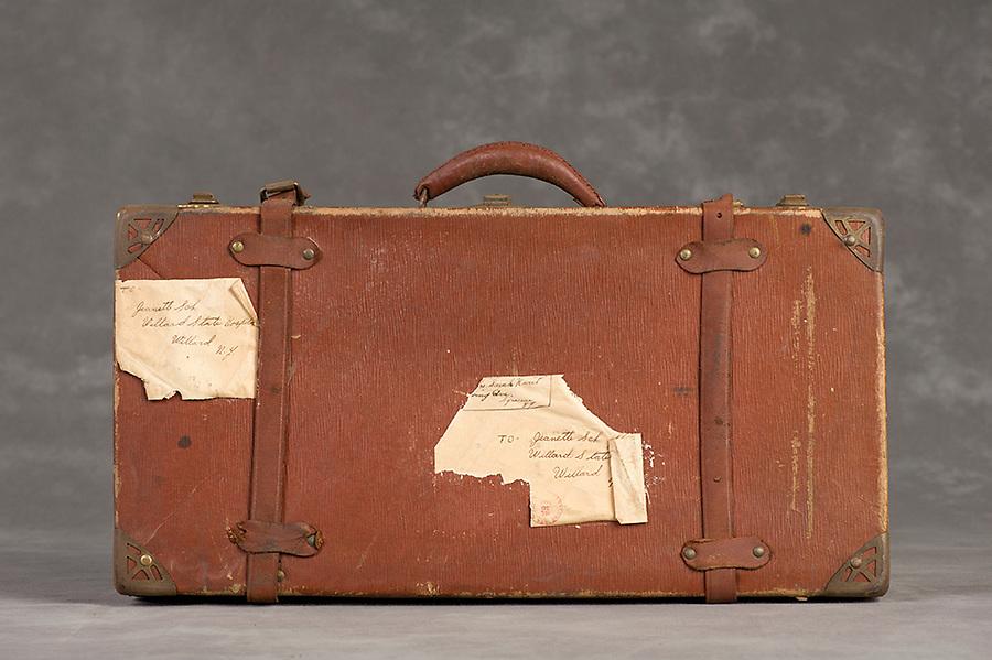 Willard Suitcases / Jeannette S / ©2014 Jon Crispin