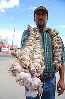 Ajo.<br /> A veinticinco pesos  en la entrada de San Pedro,   Francisco Javier  ofrece artas con un valor de veinticinco pesos cada una.