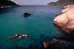 Thailand, Couple, sea kayaking Ko Nang Yuan, Nang Yuan resort, Ko Tao, Islands in the Gulf of Thailand, Southeast Asia, .