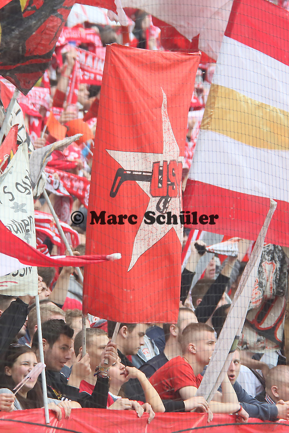Mainzer FAns wieder mit der RAF angelehnten Ultrafahne - 1. FSV Mainz 05 vs. Hamburger SV, Coface Arena, 34. Spieltag