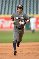 Zak Presley #15 of the Houston Cougars rounds the bases following his home run versus the Baylor Bears in the 2009 Houston College Classic at Minute Maid Park February 27, 2009 in Houston, TX.  The Bears defeated the Cougars 3-2. (Photo by Brian Westerholt / Four Seam Images)