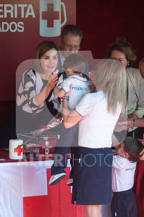 Queen Letizia of Spain attends the Red Cross Fundraising day event (Dia de la Banderita) in Madrid, Spain. October 02, 2015. (ALTERPHOTOS/Victor Blanco)