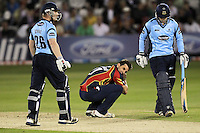 Despair for Ryan ten Doeschate as Ben Brown (L) and Will Beer edge Sussex towards victory in the final over - Essex Eagles vs Sussex Sharks - Friends Life T20 Cricket at the Ford County Ground, Chelmsford, Essex - 28/06/12 - MANDATORY CREDIT: Gavin Ellis/TGSPHOTO - Self billing applies where appropriate - 0845 094 6026 - contact@tgsphoto.co.uk - NO UNPAID USE.