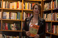 SÃO PAULO, SP, 16.11.2016 -  RITA LEE - Mariana Ximenes  prestigia a cantora Rita Lee durante o lançamento de sua autobiografia, na Livraria Cultura do Conjunto Nacional, na Avenida Paulista, em São Paulo, nesta quarta-feira, 16.(Foto: Ciça Neder / Brazil Photo Press)