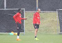 Danny da Costa (Eintracht Frankfurt) und Alexander Meier (Eintracht Frankfurt) gut gelaunt trotz strömenden Regen - 04.04.2018: Eintracht Frankfurt Training, Commerzbank Arena