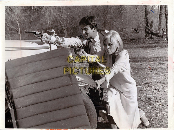 Warren Beatty, Faye Dunaway<br /> in Bonnie and Clyde (1967) <br /> *Filmstill - Editorial Use Only*<br /> CAP/FB<br /> Image supplied by Capital Pictures