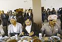 Irak 1991.Réunion du front du Kurdistan, déjeuner avec Aziz Mohamed, Jalal Talabani et Massoud Barzani.Iraq 1991.Meeting of the Kurdish front, lunch with Aziz Mohamed, Jalal Talabani and Massoud Barzani