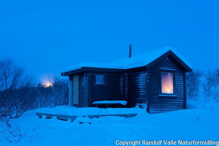 Myrlandshytta på Sennalandet i Finnmark en ettermiddag i desember. ---- Hut in Finnmark in the dark season.