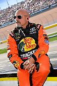 #19: Martin Truex Jr., Joe Gibbs Racing, Toyota Camry Bass Pro Shops crew