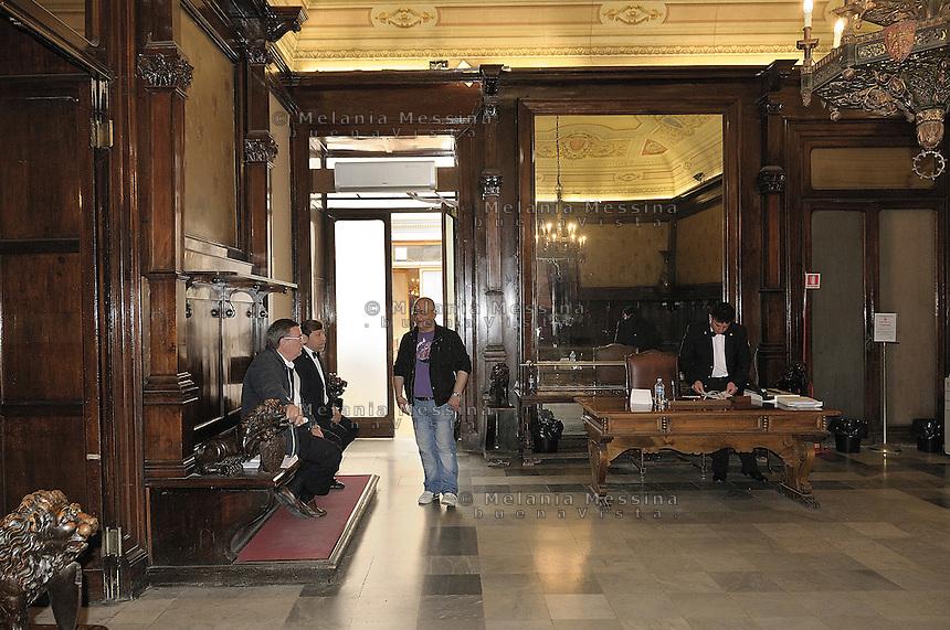 Palermo: Palace of the Eagles, council offices, ushers of the town hall..Palermo: Palazzo delle Aquile, sede dell'amministrazione comunale, uscieri del comune.