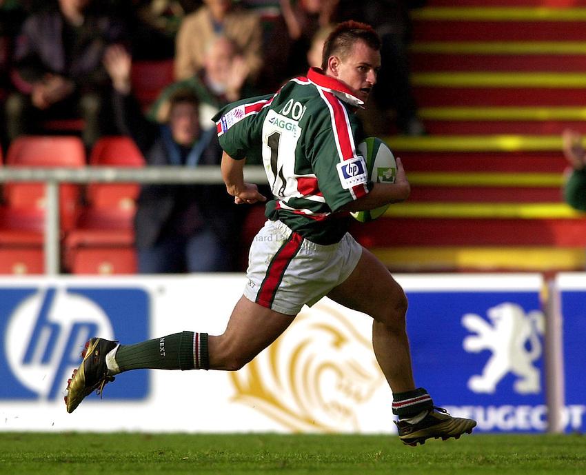 Photo. Richard Lane. .LEICESTER TIGERS V AMATORI & CALVISANO. Heineken Cup. 19-10-2002..Steve Booth.