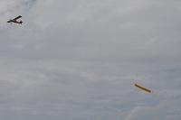 RIO DE JANEIRO,RJ, 13.03.2016 - PROTESTO-DILMA - Avião com faixa em favor do governo é visto sobre manifestantes que realizam protesto contra o Governo Dilma na Avenida Atlântica, em Copacabana, na zona sul do Rio de Janeiro, na manhã deste domingo (13), pedindo o impeachment da presidente petista e o fim da corrupção. A previsão de integrantes dos movimentos que organizam os protestos, dentre eles o Movimento Brasil Livre (MBL), é que mais de 500 cidades tenham atos com essas bandeiras. (Foto: Johnson Parraguez/Brazil Photo Press)