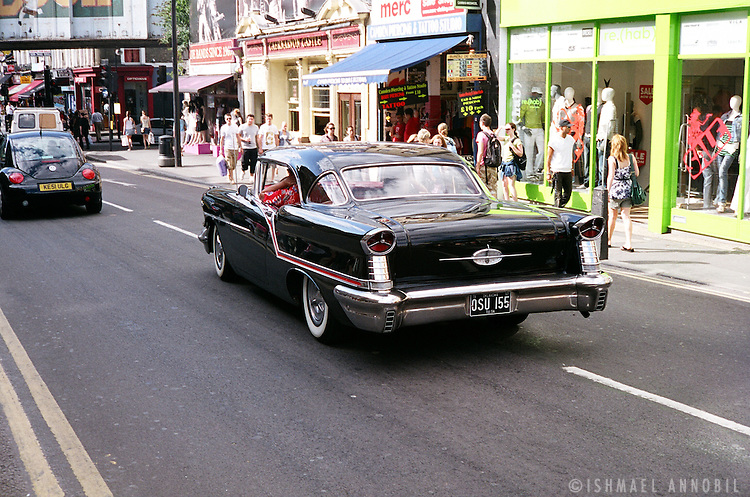 AMERICAN IN LONDON. VINTAGE AMERICAN CAR IN CHALK FARM ROAD, CAMDEN MARKET, LONDON