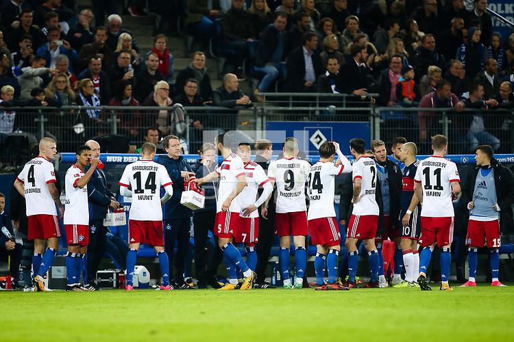 Football: Germany, 1. Bundesliga, Hamburger SV (HSV) vs FC Bayern Muenchen (FCB), Hamburg, 21.10.2017,<br /> van Drongelen, Rick (15, Hamburger SV, HSV), Hunt, Aaron (14, Hamburger SV, HSV), Mavraj, Mergim (Hamburger SV, HSV), Wood, Bobby (7, Hamburger SV, HSV), Papadopoulos, Kyriakos (Hamburger SV, HSV), Diekmeier, Dennis (2, Hamburger SV, HSV), Hahn, Andre (15, Hamburger SV, HSV), Trainer Markus Gisdol (Hamburger SV, HSV),  *** Local Caption *** <br /> Contact: +49-40-22 63 02 60 , info@pixathlon.de