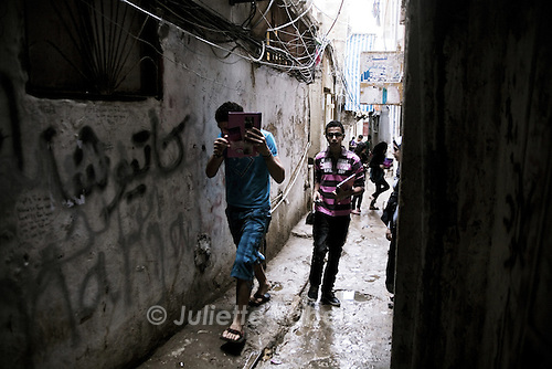 Kids come back from school in the palestinian camp of Burj el Barajneh, south of Beirut, Lebanon.<br /> <br /> Des enfants rentrent de l'&eacute;cole dans le camp palestinien de Burj El Barajneh, au sud de Beyrouth