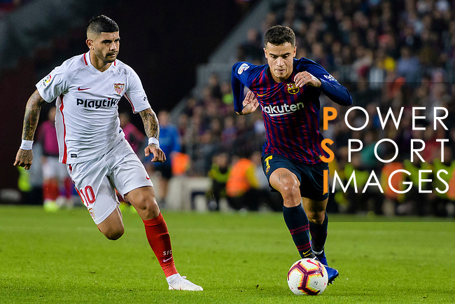 Philippe Coutinho of FC Barcelona (R) in action against Ever Banega of Sevilla FC (L) during the La Liga 2018-19 match between FC Barcelona and Sevilla FC at Camp Nou Stadium on October 20 2018 in Barcelona, Spain. Photo by Vicens Gimenez / Power Sport Images