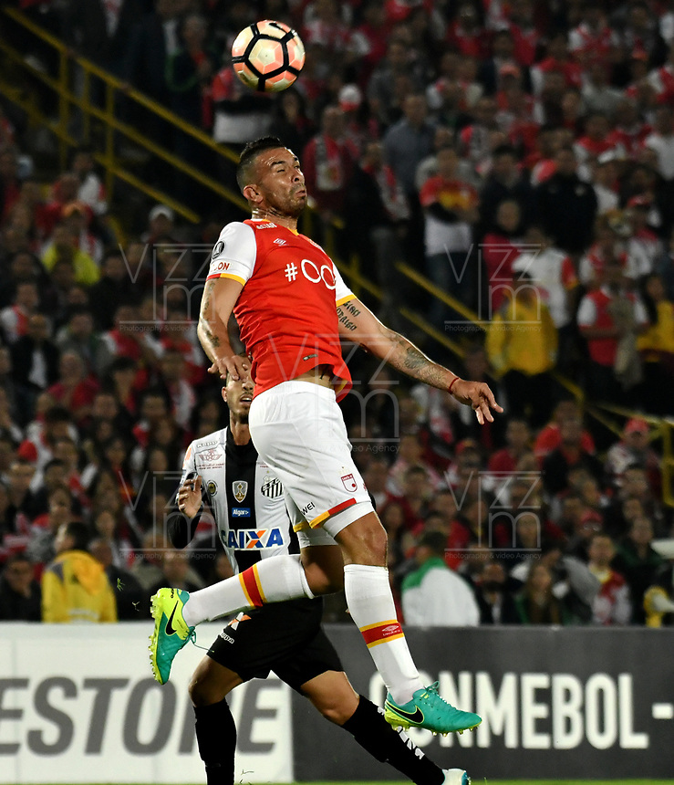 BOGOTA - COLOMBIA – 19 – 04 - 2017: Denis Stracqualursi, jugador del Independiente Santa Fe, en acción durante partido entre Independiente Santa Fe de Colombia y Santos de Brasil, de la fase de grupos, grupo 2, fecha 3 por la Copa Conmebol Libertadores Bridgestone 2017, en el estadio Nemesio Camacho El Campin, de la ciudad de Bogota. / Denis Stracqualursi, player of Independiente Santa Fe in action during a match between Independiente Santa Fe of Colombia and Santos of Brasil, of the group stage, group 2 of the date 3, for the Conmebol Copa Libertadores Bridgestone 2017 at the Nemesio Camacho El Campin in Bogota city. VizzorImage / Luis Ramirez / Staff.