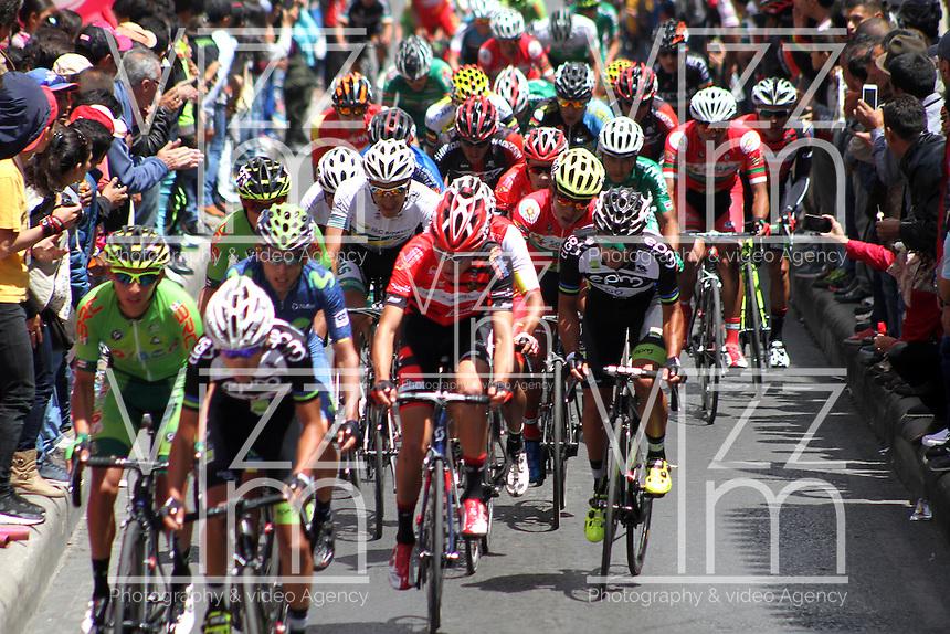 TUNJA - COLOMBIA- 20 - 02 - 2016: Ciclistas, durante la prueba ruta sub-23 varones entre las ciudades de Paipa y Tunja en una distancia 115,6 km kilometros de Los Campeonato Nacionales de Ciclismo, que se realizan en Boyaca. / Cyclists, during the route test U-23 men between the towns of Paipa and Tunja at a distance of 115,6 km of the National Cycling Championships performed in Boyaca. / Photo: VizzorImage / Cesar Melgarejo / Cont.