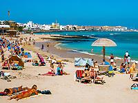 Spanien, Kanarische Inseln, Fuerteventura, Corralejo: Strand   Spain, Canary Island, Fuerteventura, Corralejo: beach