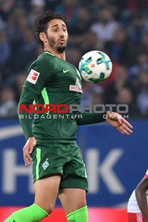 30.09.2016,  GER; 1.FBL Hamburger SV vs SV Werder Bremen im Bild Einzelaktion Hochformat Ishak Belfodil (Bremen #29) Foto © nordphoto / Witke