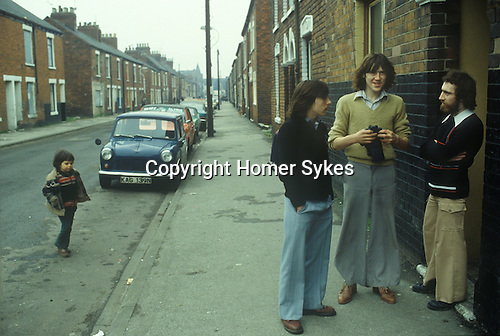 Hull Humberside northern England. Working class neighbourhood. 1980s Unemployed young fishermen UK. Eton Street, Hessle Road area. Street name thanks to George Norris.