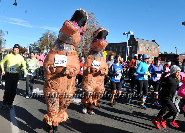 Some great costumes during the 81st running of the Manchester Road Race, Thursday, November 23, 2017, in  Manchester. (Jim Michaud / Journal Inquirer)