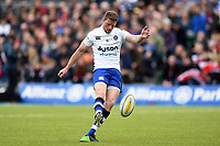 Rhys Priestland of Bath Rugby kicks for the posts. Aviva Premiership match, between Saracens and Bath Rugby on April 15, 2018 at Allianz Park in London, England. Photo by: Patrick Khachfe / Onside Images