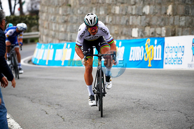 World Champion Peter Sagan (SVK) Bora-Hansgrohe leads on the descent of the Poggio di San Remo during the 108th edition of Milan-San Remo 2017 by NamedSport the first Classic Monument of the season running 291km from Milan to San Remo, Italy. 18th March 2017.<br /> Picture: La Presse/Fabio Ferrari | Cyclefile<br /> <br /> <br /> All photos usage must carry mandatory copyright credit (&copy; Cyclefile | La Presse)