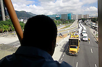 RIO DE JANEIROO,RJ,15 DE AGOSTO DE 2012- PROTESTO DE  VANS -  Motoristas de vans,organizada  pelo Movimento de Transportes Alternativos, concentrados entre Av Maracan&atilde; saindo  em  dire&ccedil;&atilde;o  ao Aterro do Flamengo.<br /> Guto Maia Brazil Photo Press
