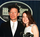 Lyle Lovett poses with April Kimble during a tour of the White House in Washington, D.C. on December 7, 1998..Credit: Ron Sachs / CNP