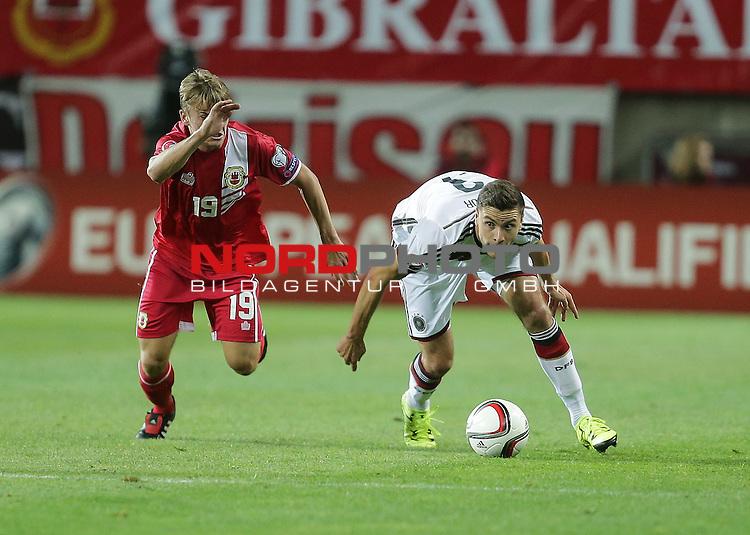 EM 2015 Qualifikationsspiel, Gibraltar vs. Deutschland<br /> James Coombes (Gibraltar), Jonas Hector (Deutschland)<br /> <br /> <br /> Foto &copy; nordphoto /  Bratic