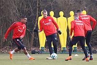 Kevin-Prince Boateng (Eintracht Frankfurt) gegen Marco Russ (Eintracht Frankfurt) - 06.03.2018: Eintracht Frankfurt Training, Commerzbank Arena