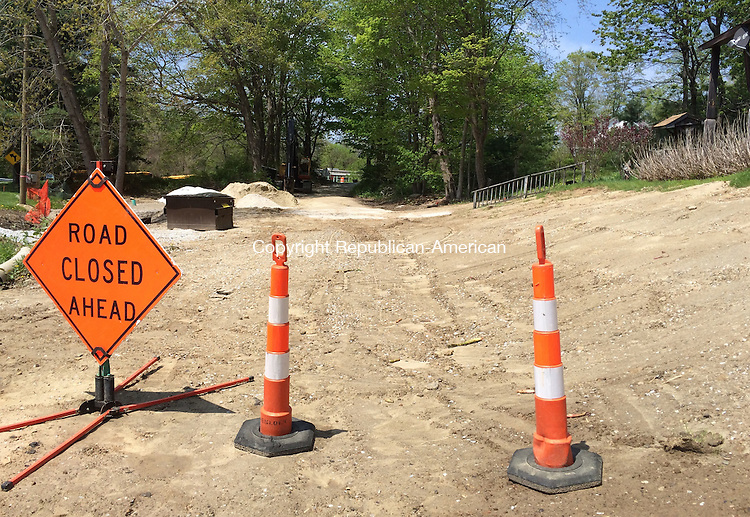 KENT, CT – 10 June 2014 - 061014LMW01 – This portion of Maple Street Extension is being closed by the town to vehicles. However, the road will not be discontinued or abandoned. Lynn Mellis Worthington Republican-American