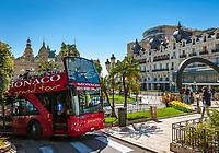 Fuerstentum Monaco, an der Côte d'Azur, Stadtteil Monte Carlo: sightseeing Doppeldeckerbus vorm Casino Monte-Carlo   Principality of Monaco, on the French Riviera (Côte d'Azur), district Monte Carlo: sightseeing double-decker bus in front of Casino Monte-Carlo