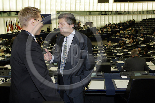 STRASBOURG - FRANCE - 22 JULY 2004 -- EU-Parliament session in Strassbourg, the vote for Jose Manuel BARROSO Candidate for the President of the EU-Commission.--MEP Alexander STUBB (L) (Fin / PPE) with Inigo MENDEZ DE VIGO (Esp / PPE). -- PHOTO: JUHA ROININEN / EUP-IMAGES