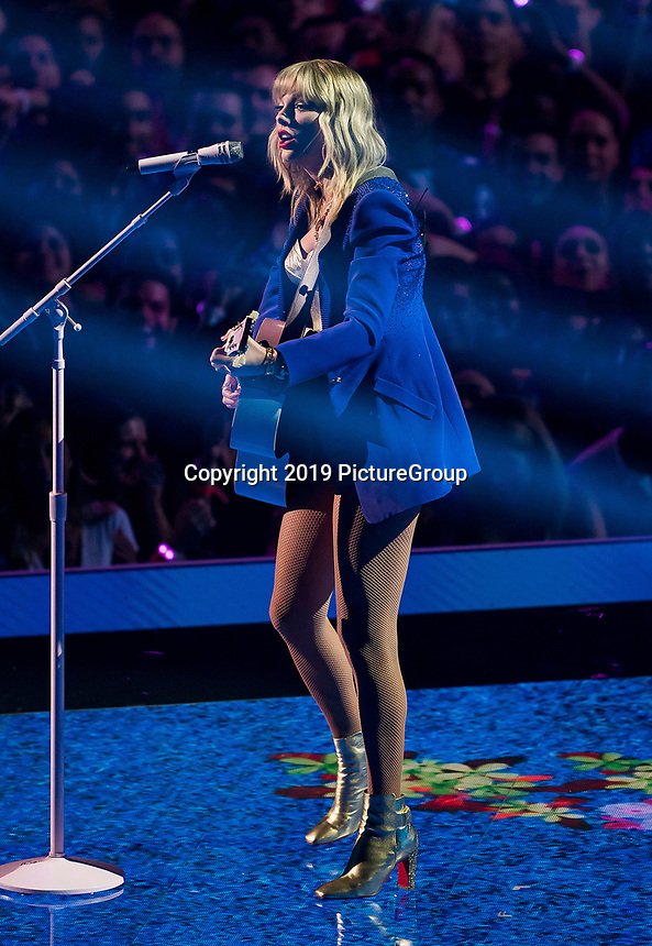 NEWARK, NJ - AUGUST 26: Taylor Swift performs on the 2019 MTV Video Music Awards at the Prudential Center on August 26, 2019 in Newark, New Jersey. (Photo by Ben Hider/PictureGroup)